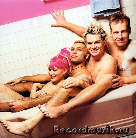 Группа No Doubt в ванной
