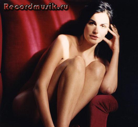Helena Noguerra - красное кресло