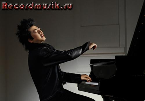 Ланг Ланг играет на фортепиано