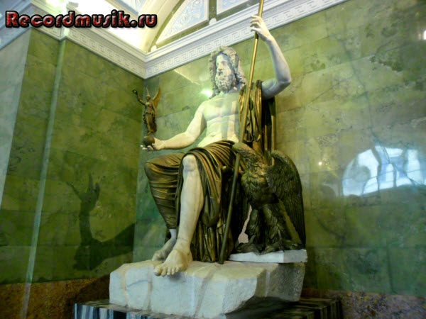 Отпуск в Санкт-Петербурге - Эрмитаж, памятник Юпитеру