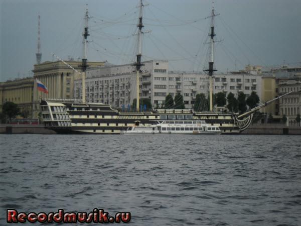 Отпуск в Санкт-Петербурге - Обзорная водная экскурсия, корабль - ресторан