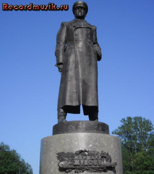 Отпуск в Санкт-Петербурге - памятник Маршалу Жукову