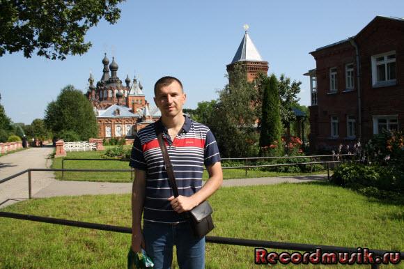 Отдых в Москве и Подмосковье - Казанский монастырь, на лужайке