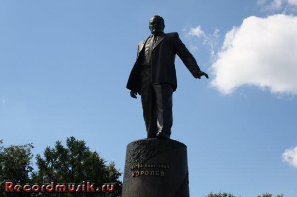Отдых в Москве и Подмосковье - ВДНХ, памятник Королеву