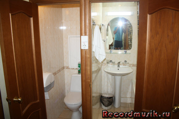 Отдых в Москве и Подмосковье - гостиница Восход, наш номер, ванная и туалет